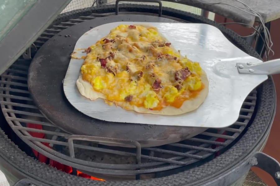 Own - Delicious Breakfast Pizza on the Big Green Egg (Kamado Joe) - Remove Pizza