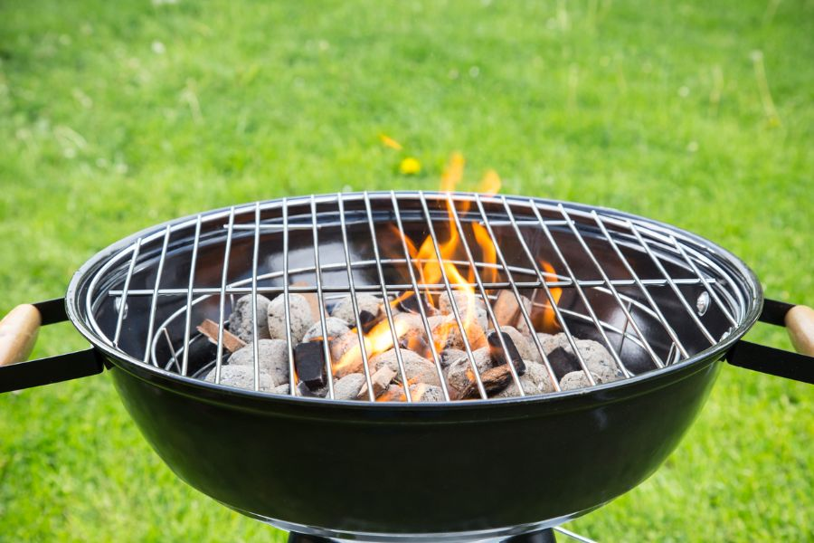 How to Put Out Your Charcoal Grill (Without a Lid)